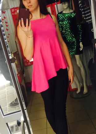 Блуза с воланами яркого цвета