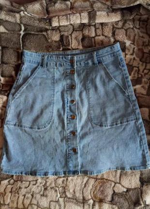 Стильная джинсовая юбка на пуговицах