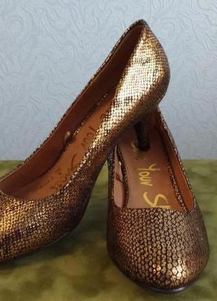 Золотистые туфельки george