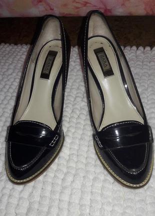 Лаковые туфли зара на каблуке