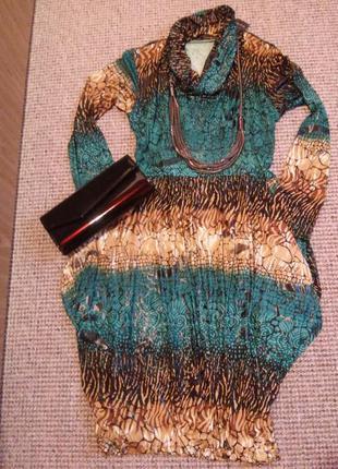 Очень красивое оригинальное платье которое стройнит и скрывает бедра!!!без торга!!