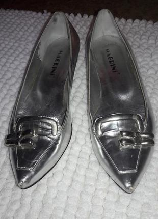 Серебряные стальные туфли с острым носом