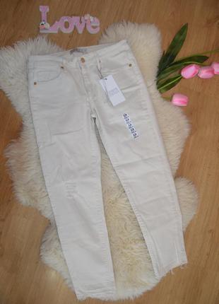 Стильные укороченные джинсы zara