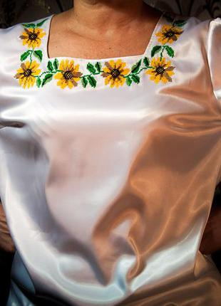 Вышиванка с ручной вышивкой, украшена бисером