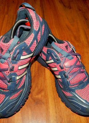 Оригинальные, яркие, стильные трекинговые кроссовки adidas kanadia