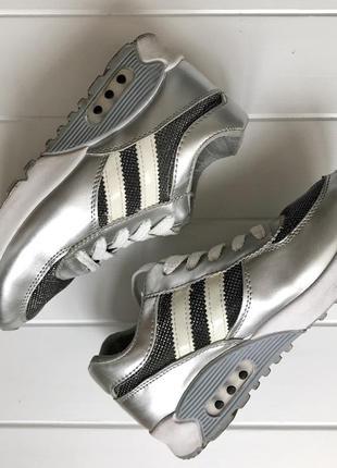 Крутые лёгкие дышащие кроссовки серебряного цвета 22,5см