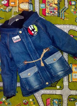 Новая утеплённая парка джинсовая с нашивками