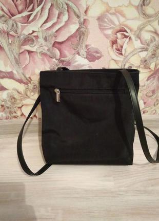 Небольшая чёрная сумочка