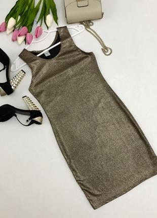 Платье с металлизированным напылением.