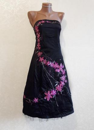 Красивое черное платье бюстье с вышивкой