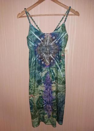 Яркое красивое платье миди