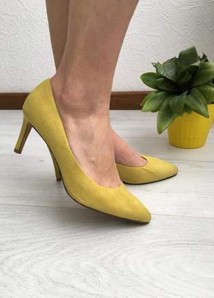 Яркие туфли лодочки с острым носиком, удобные, не высокий средний каблук, 37,5