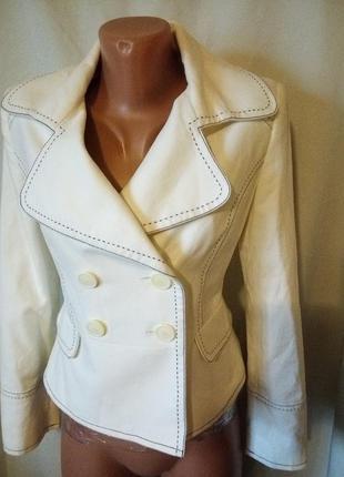 Лёгкое весеннее белое пальто
