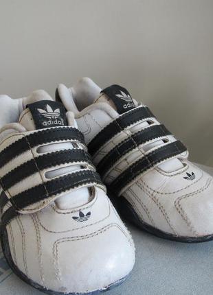 Фирменные кожаные кроссовки adidas, размер 24