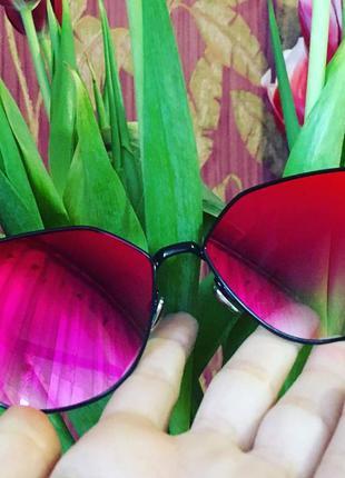 Супер стильные яркие очки fendi