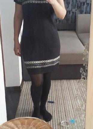 Теплое стильное вязанное платье