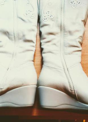 Настоящие кожаныезимние сапоги с вышивкой
