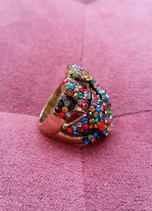 Перстень з кольоровим камінцями