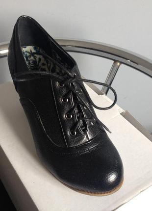 Элегантные туфли  для деловых женщин.