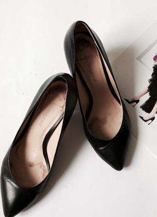 Туфли на среднем устойчивом каблуке