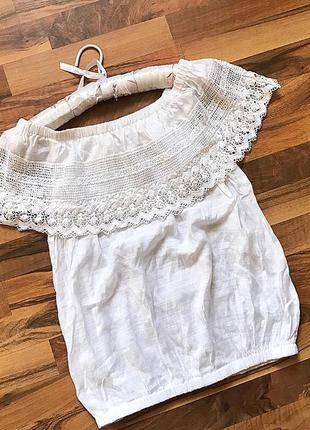 Белоснежная блуза с опущенными плечиками с  натуральной  ткани. вискоза