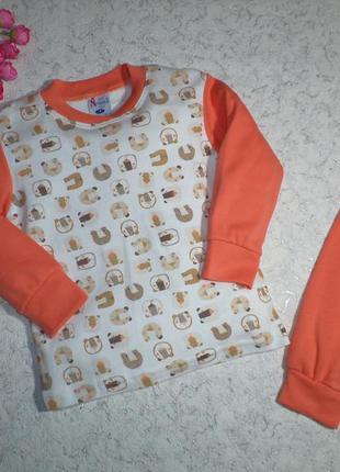 Хлопковая пижама комбинированной расцветки с принтом