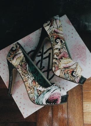 Шикарные туфли iron fist с принтом