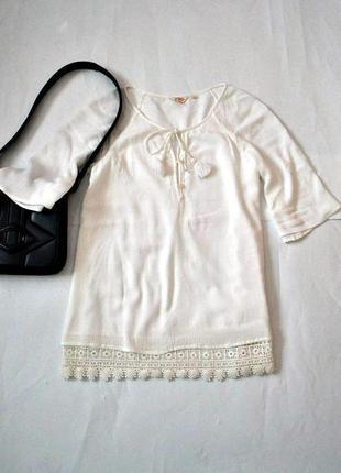 Блуза с кружевом в стиле вышиванки