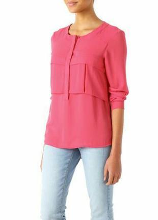 Блузка малинового цвета
