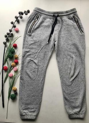 Крутые серые спортивные штаны тканевые спортивные штаны