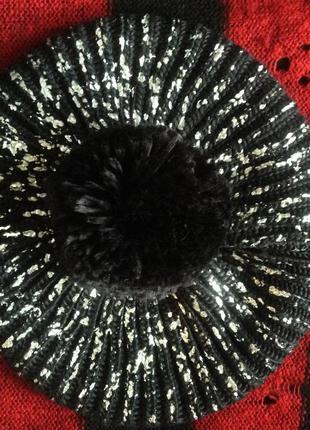 Вязаная шапка-берет с серебряным напылением и помпоном clockhouse