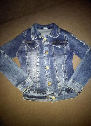 Красива джинсова курточка