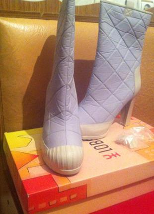 Стильные непромокаемые стеганые молочные ботиночки