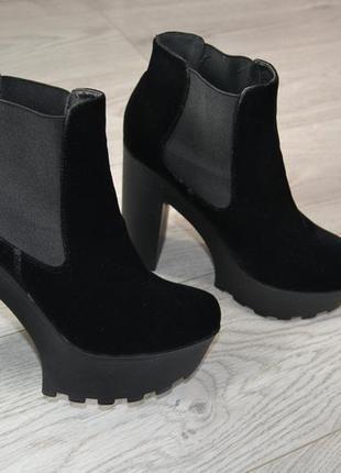 Стильные ботинки на платформе и каблуку