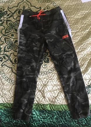 Камуфляжные брюки cropp