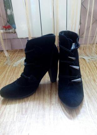 Ботинки. натуральный замш!