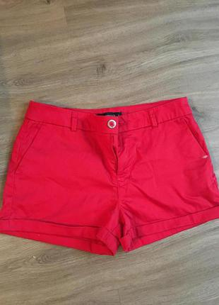 Красные классические шорты от terranova