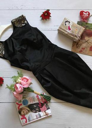 Шикарное платье с декором на плечиках warehouse