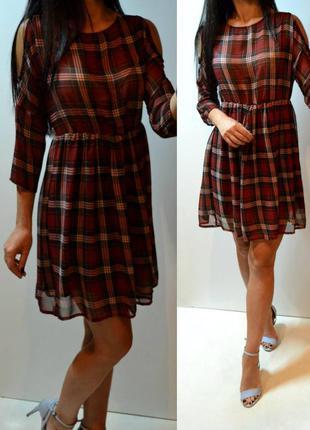 Стильное платье с открытыми плечиками