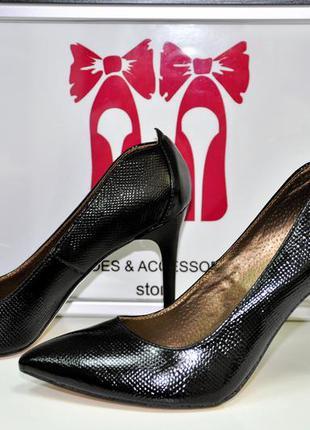 Стильные туфли-лодочки. кожаные туфли la rose