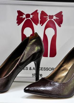 Стильные туфли-лодочки. кожаные туфли la rose. размеры: 37, 40