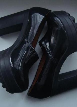 Кожаные туфли на платформе и каблуке. летняя скидка!