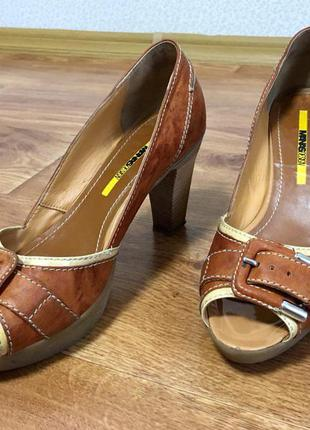 Босоножки на каблуке manas design, италия