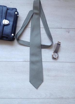 Классический галстук.