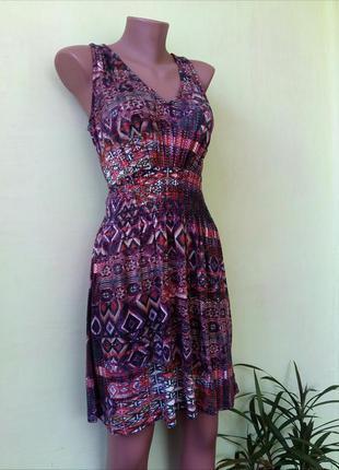 Очень красивое платье сарафан на резинке от warehouse c этно узором вискозное
