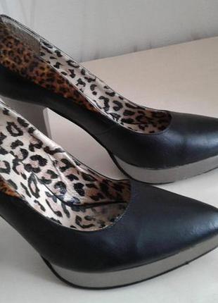 Шикарные, королевские, кожаные туфли  на платформе mallanee.