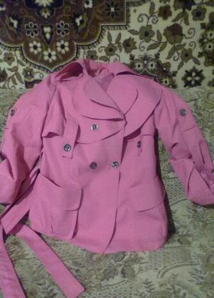 Красивый ярко-розовый плащик42-44 размера.