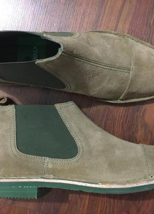 Удобные ботинки челси