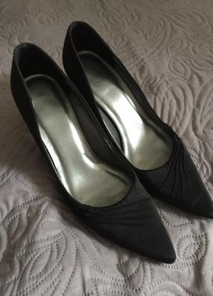 Классические туфли из сатина каблук kitten heel, размер 36-37. как новые