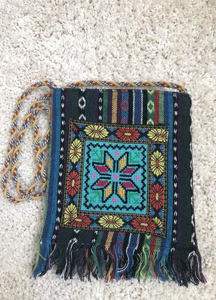 Красивая сумочка с вышивкой в украинском стиле вышиванка